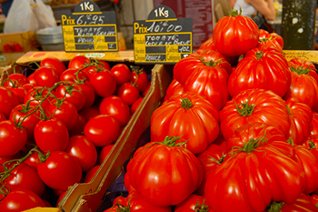 Antibes_market_tomate