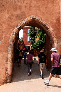 RoussillonPHOTO02 赤い壁の村 ルシヨン(Roussillon)